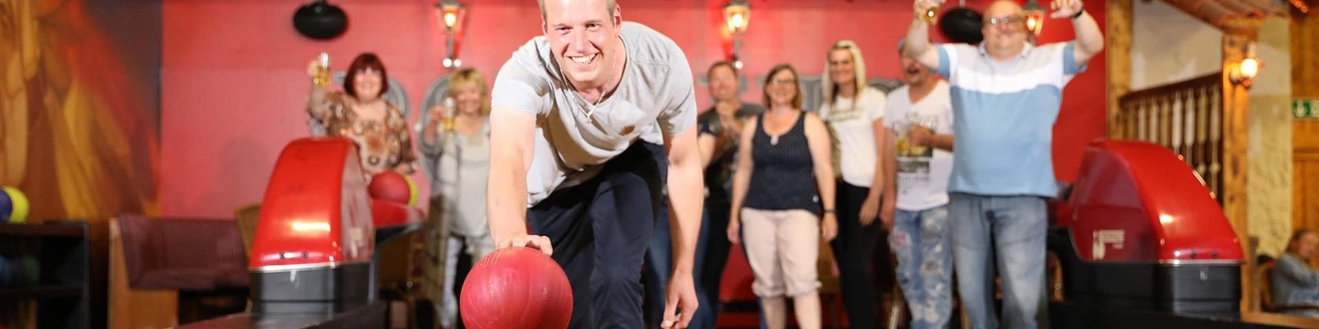 Spaß beim Bowling im Wangerland