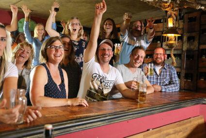 Ausgelassene Stimmung in der Weinbar im Wangerland