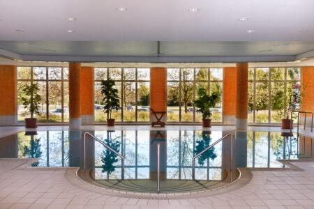 Schwimmbad im Hotel Ramada by Wyndham Weimar