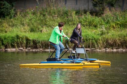 Wasserfahrrad fahren auf der Weser im Weserbergland