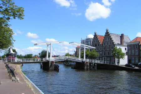 Brücke in der Altstadt von Haarlem