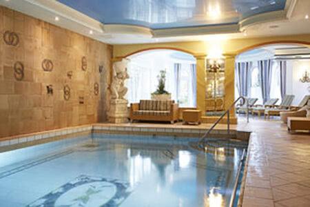 Schwimmbad im Hotel am Park