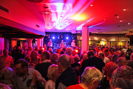 Party mit Live-Musik in der Trattoria im Sauerland Stern Hotel in Willingen