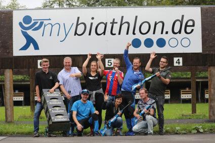 Gut gelaunte Gruppe beim Biathlon in Winterberg