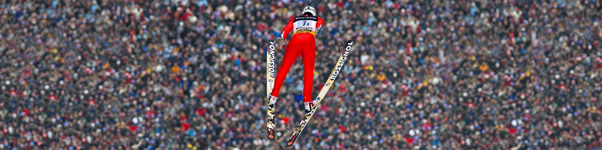 Skispringer beim Sprung in Willingen