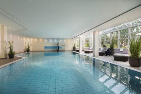 Schwimmbad im Maritim Hotel Würzburg